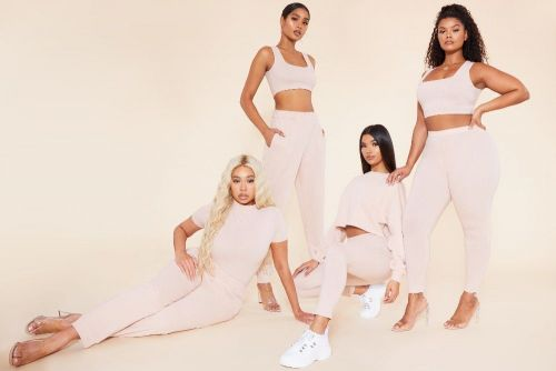 "PrettyLittleThing lance la collection ""Recycled"" !"