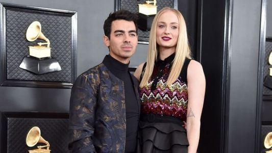 Sophie Turner enceinte:  la star de Game of Thrones dévoile son impressionnant baby bump