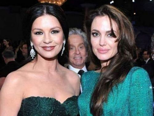 PHOTO. Quand Michael Douglas s'amuse à embêter sa femme Catherine Zeta-Jones et Angelina Jolie