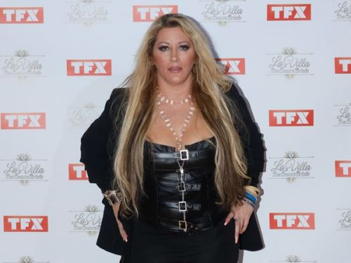 PHOTOS. Sublime en cuir, Loana signe son retour sur tapis rouge