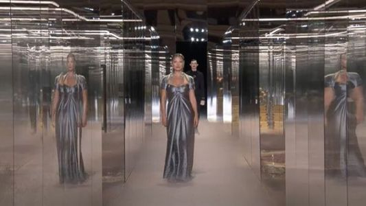 Kate Moss, Naomi Campbell, Christy Turlington:  les supermodels défilent dans le Palais des Glaces Haute Couture de Fendi